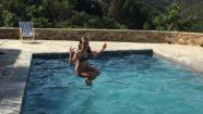 La Peyrarié - Saut dans la piscine